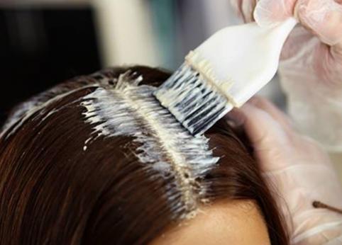 رنگ و صاف کردن مو و تاثیرات آن برسرطان